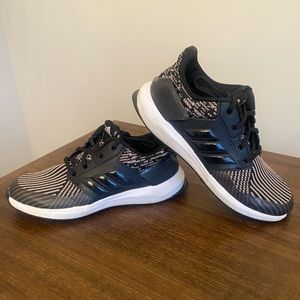 Kids Rapidarun Adidas Sneakers Black & Gold Size 1